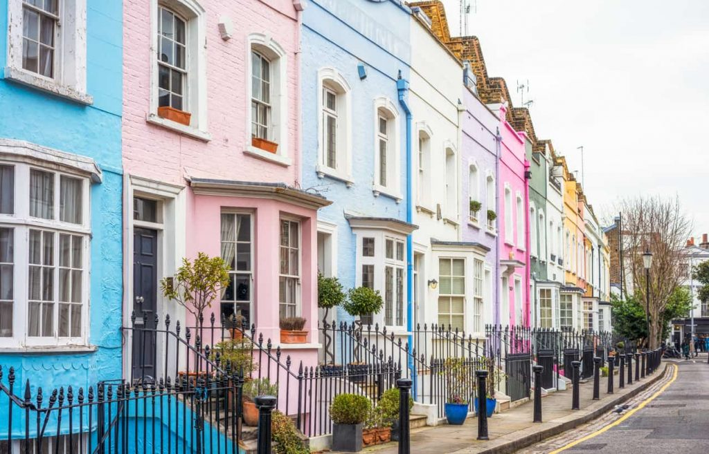 4 Bedroom, Two bathroom Corporate housing in a colourful Victorian terraced houses in a UK urban area. Better than hotel rooms
